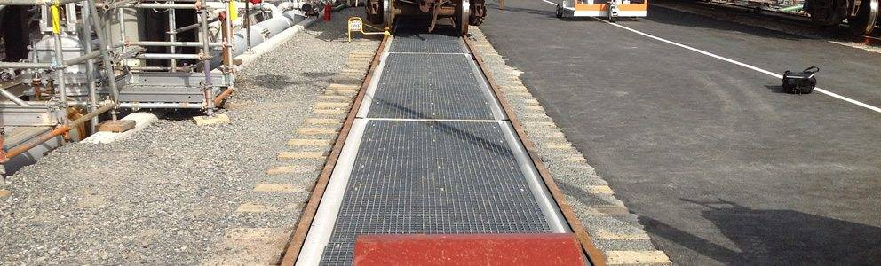 center pad for railcar spill prevention